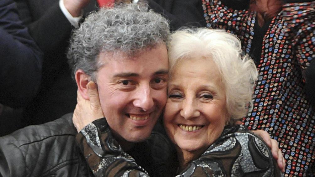 Estela y su nieto Ignacio Montoya Carlotto, quien recuperó su identidad en 2014.