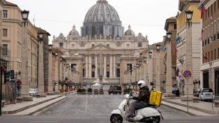 El Vaticano empezó a vacunar contra el coronavirus a personas sin techo