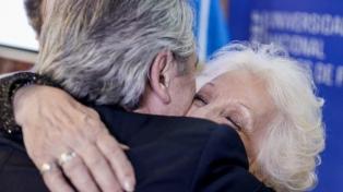 """El Presidente felicitó a Carlotto por sus 90 años y dijo que """"enorgullece a todos con su ejemplo"""""""