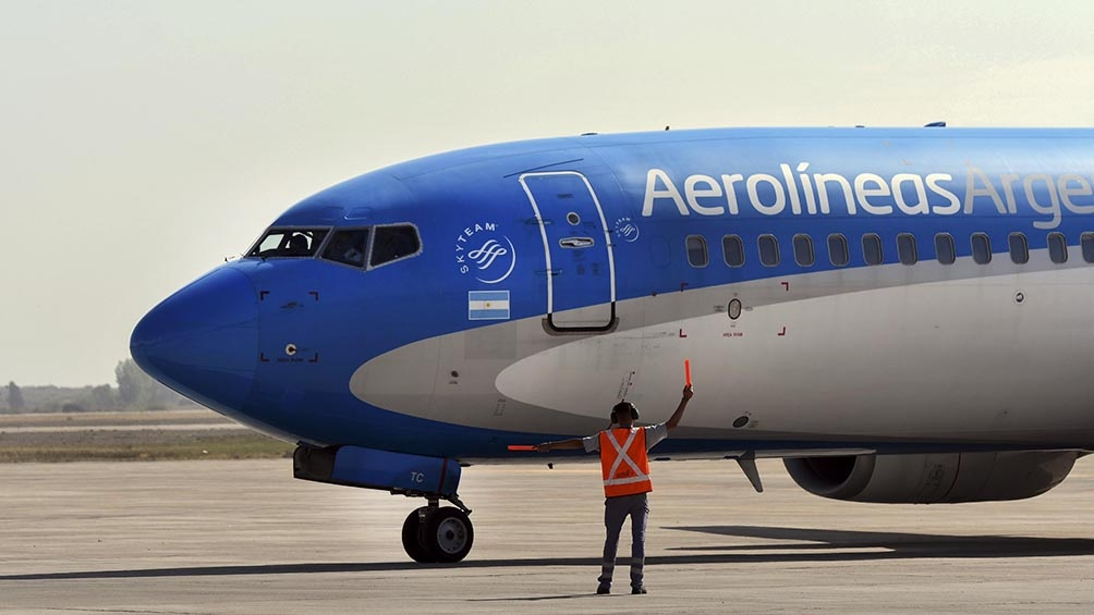 El vuelo de Aerolíneas Argentinas aterrizó en el aeropuerto de El Plumerillo pasadas las 10 de la mañana.