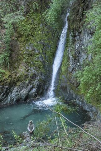 Una docena de ríos y arroyos desaguan en el Nahuel Huapi.
