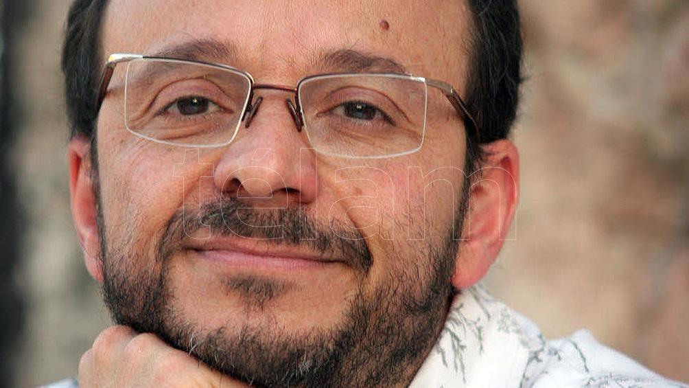 """Mario Kostzer, un escritor y librero tucumano que adquirió cierta notoriedad con obras como """"El pelotudo argentino""""."""