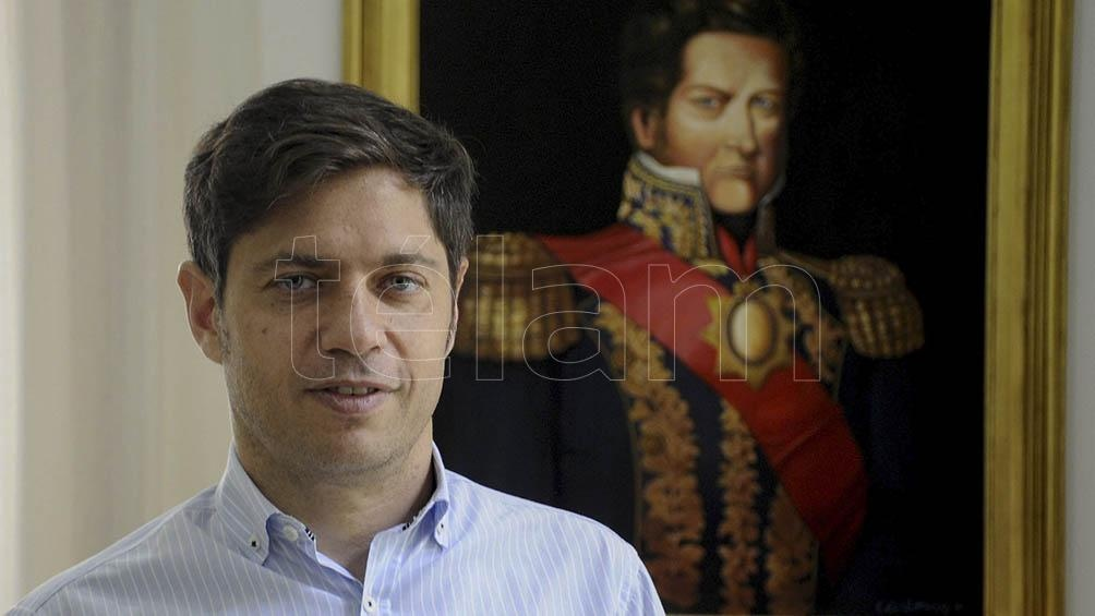 Frente a un cuadro de Juan Manuel de Rosas y con un mate que tiene pintada la tradicional V peronista, Kicillof mantuvo un distendido diálogo con Télam