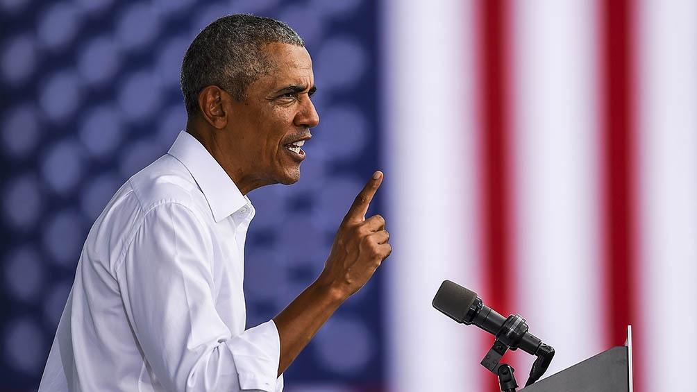 """""""Ocho meses después del comienzo de esta pandemia los nuevos casos siguen batiendo récords"""", dijo Obama."""