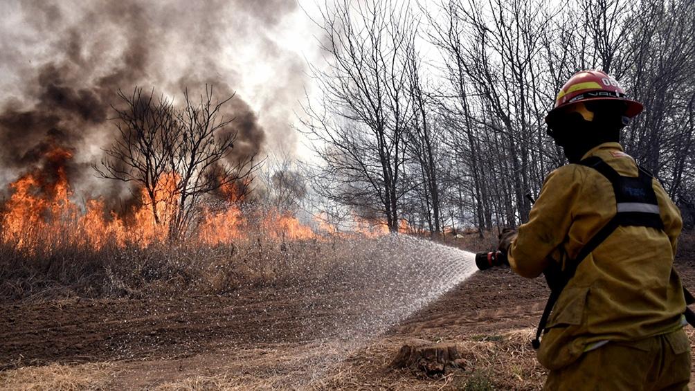 Siguen los incendios forestales en cinco provincias