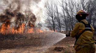 Salta y Jujuy mantienen focos activos de incendios