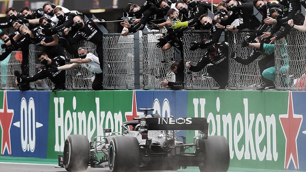 Hamilton ganó en Portugal y estableció un nuevo récord de victorias