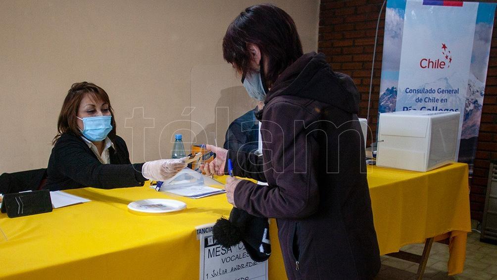 Una mesa de votación en Río Gallegos.