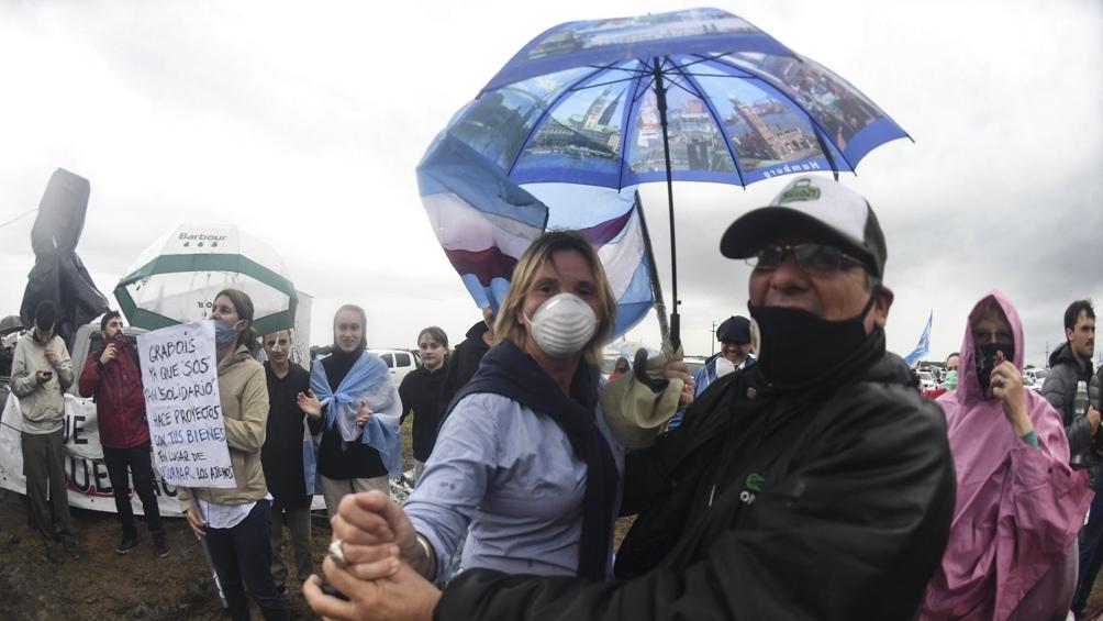 Del acto bajo la lluvia participaron personas de diversos puntos de Entre Ríos