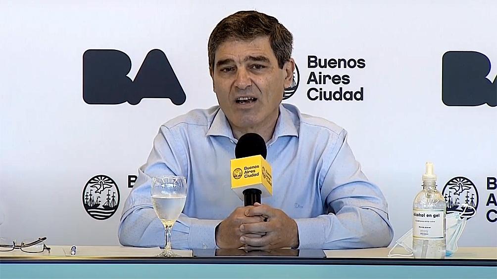 """Quirós sostuvo la importancia de """"intensificar el sistema de rastreo y testeo en la Ciudad""""."""