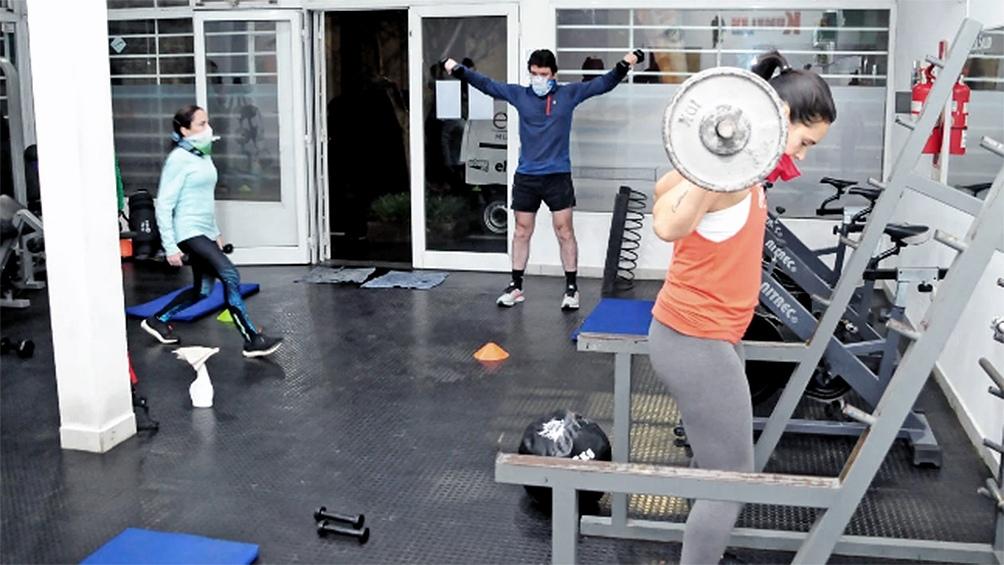 Se habilitarán los gimnasios que tengan la circulación de aire adecuada con una ocupación máxima de hasta el 25%
