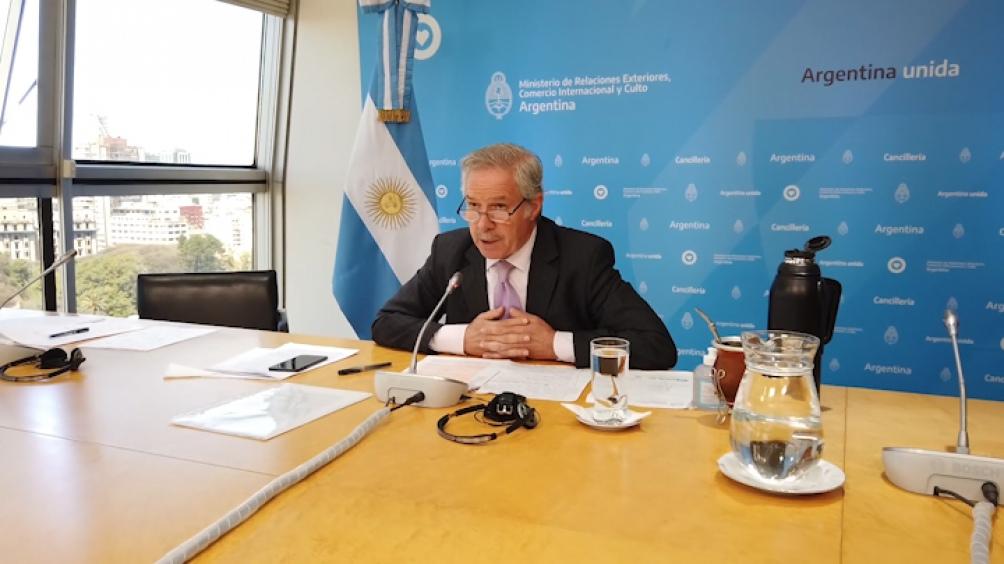 """Solá participó del encuentro """"Hacia la Construcción de estados de bienestar en las Américas III""""."""