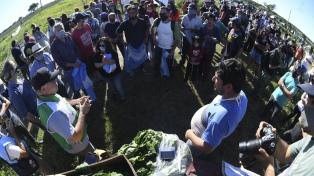 """""""Dolores no se vende"""" consigna de la caravana de apoyo al Proyecto Artigas"""