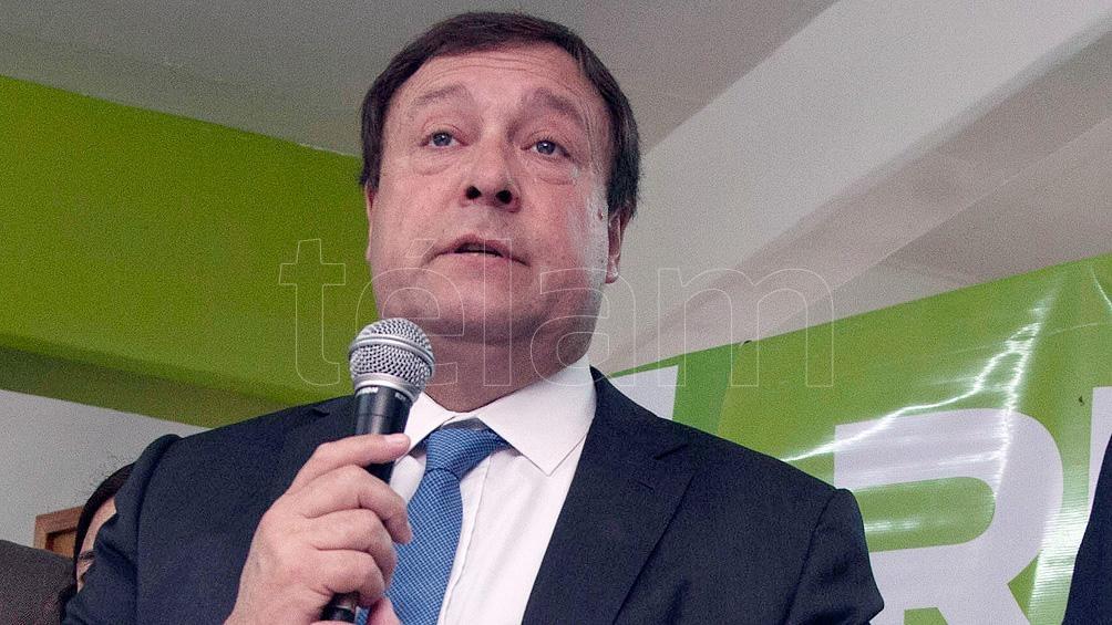 El senador rionegrino Alberto Weretilnek evalúa abstenerse en la votación