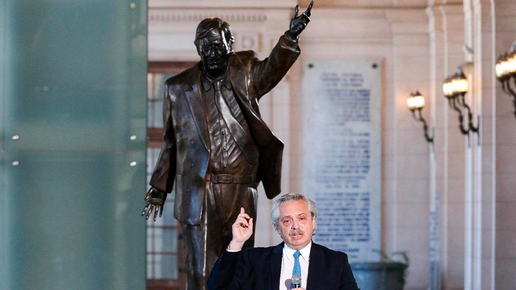 Acto de instalación de la estatua de Néstor Kirchner en el CCK.