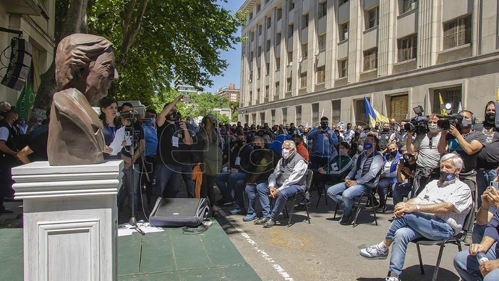 Presentación de un busto a Néstor Kirchner en la histórica sede de la CGT.