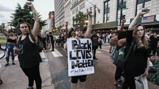 Miles de personas protestaron en EEUU contra el racismo hacia asiáticos
