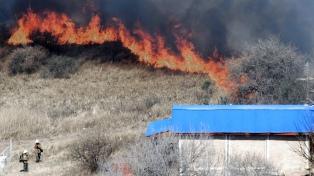 Cinco provincias mantienen focos activos de incendios forestales