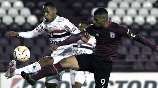 """Lanús, en la última y en un festival de goles, venció al San Pablo en """"La Fortaleza"""""""