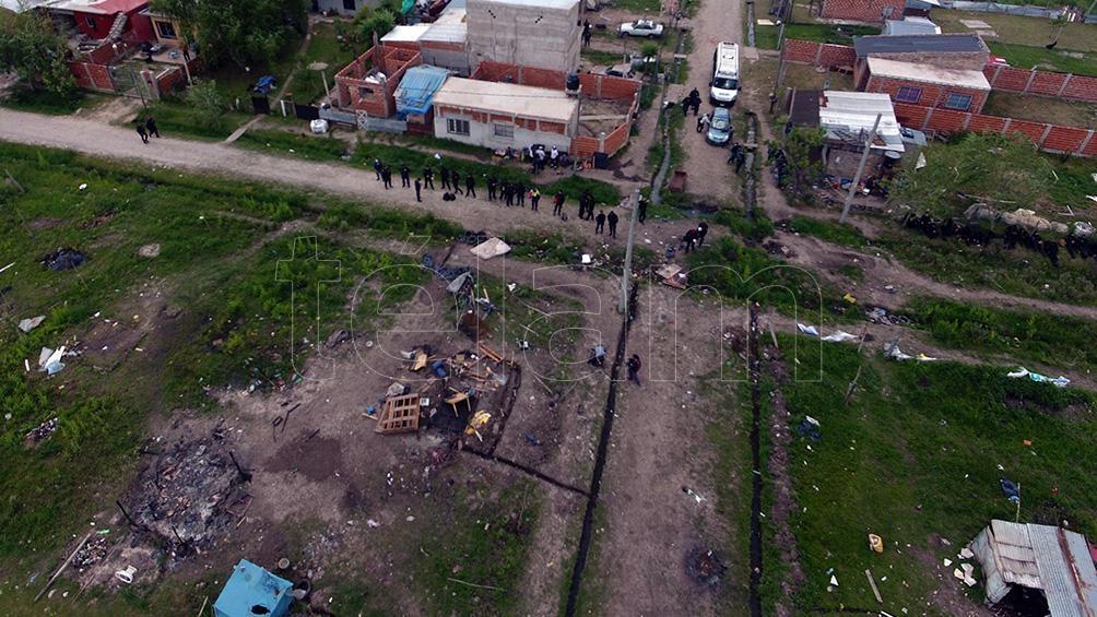 """El gobierno de Kicillof recordó que """"luego de la denuncia judicial, el juez interviniente estableció un plan de trabajo para conseguir un desalojo voluntario del terreno""""."""