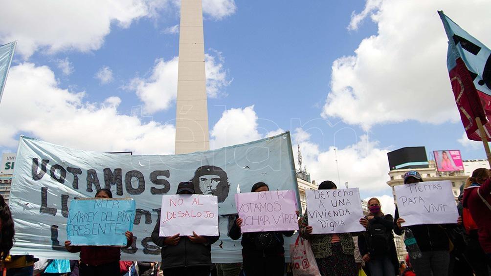 Las protestas son encabezadas por .ovimientos sociales y militantes políticos pertenecientes al Partido Obrero (PO) y al Frente de Izquierda (FIT).