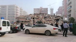 Al menos 22 muertos y 800 heridos por un sismo que afectó a Turquía y Grecia