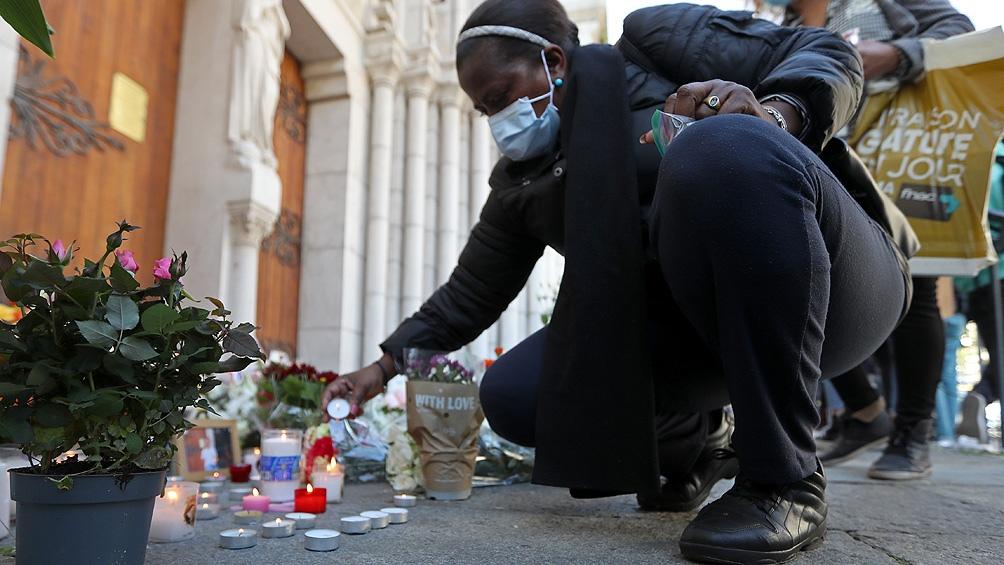 El jueves, Brahim Issaoui entró a la basílica Notre-Dame de Niza armado con un cuchillo y arremetió contra tres personas.