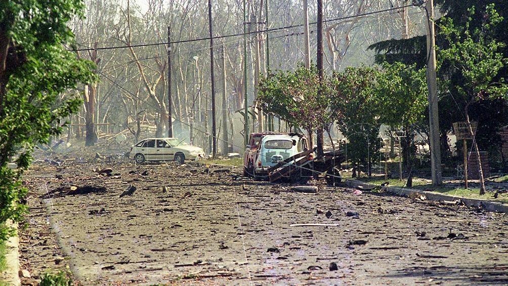 La zona sufrió  graves daños materiales tras la explosión.