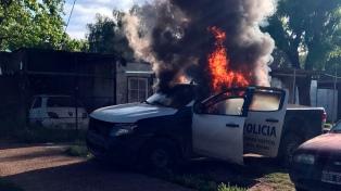 Dos detenidos en un operativo antidrogas en el que prendieron fuego un móvil policial