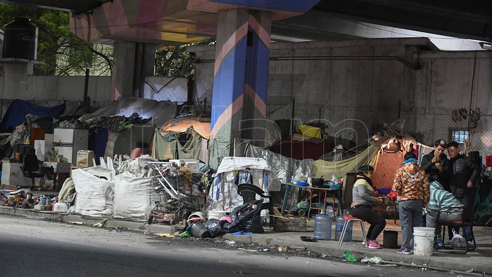 En Ciudad de Buenos Aires existen 7.251 personas en situación de calle de las cuales 5.412 no tenías acceso a paradores.