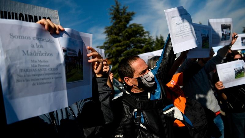 Protestas en Europa contra restricciones, que ya causó más de 54 millones de contagios