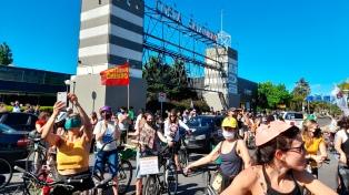 """Realizan un """"semaforazo"""" contra el proyecto de desarrollo inmobiliario en Costa Salguero"""