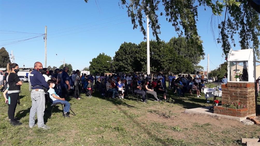 La misa se realizó en la rotonda del barrio San Javier, ubicada en el partido de La Matanza