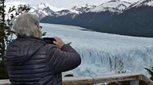 Un grupo de extranjeros entre los primeros visitantes al Parque Nacional Los Glaciares
