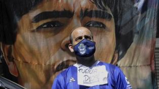 """Médicos y familiares acordaron """"ponerse firmes"""" con Maradona para mejorar su salud"""