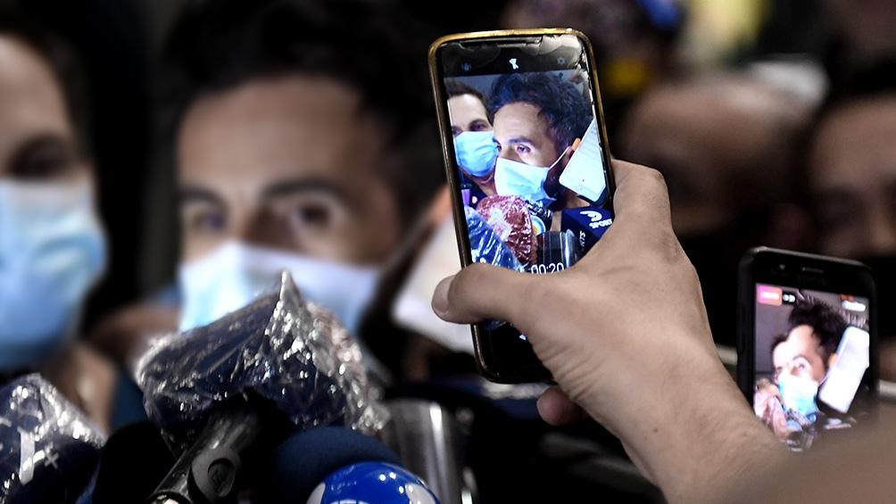 El médico de Maradona dialogó con la prensa a su arribo a la clínica