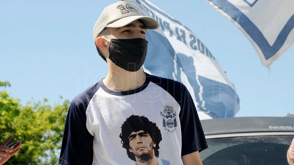 El rostro de Diego Maradona se multiplicó entre los participantes.