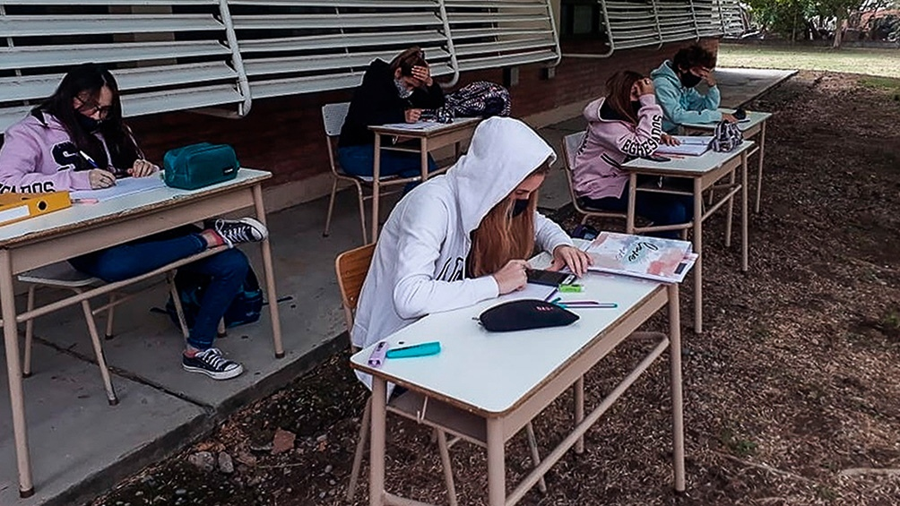 """El ministro de Educación consideró que en principio en las escuelas se """"se combinarán un sistema híbrido con uno presencial""""."""