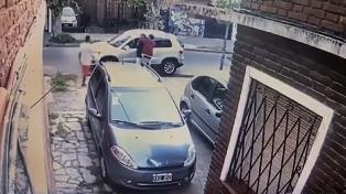 Asaltaron a una pareja y antes de llevarse el auto les dejaron bajar la silla de ruedas