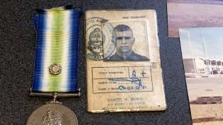 El veterano de Malvinas Edgardo Esteban presentó una denuncia en Londres para recuperar su cédula de soldado