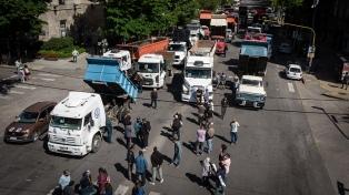 Protestan frente a la municipalidad para pedir Justicia por el camionero asesinado