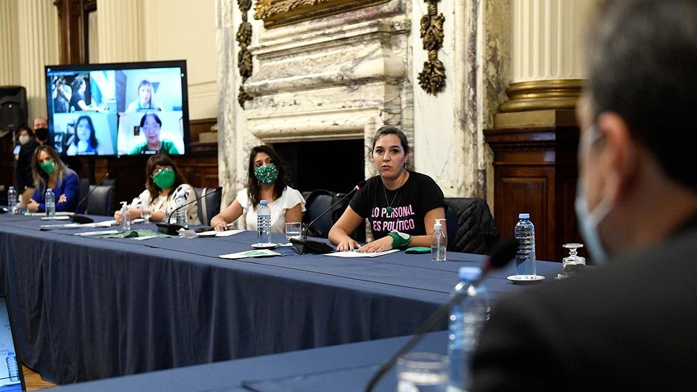 Las legisladoras intercambiaron sus posturas en la reunión.