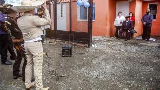 Cumplió 102 años y lo sorprendieron con mariachis y serenatas frente a su casa