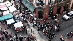 La tradicional feria de antigüedades de San Telmo reabre el domingo y festeja su aniversario