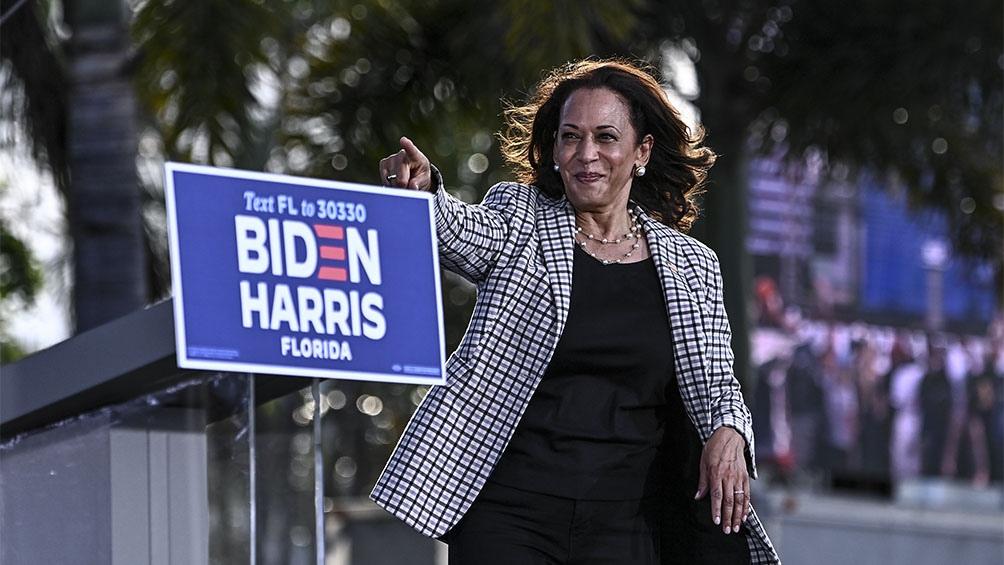 Cuarenta horas antes de asumir como vicepresidenta, Harris presentó su renuncia como senadora