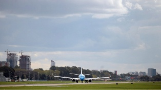 Los vuelos regionales de Aeroparque operarán temporalmente desde Ezeiza