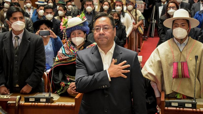 Casi una mitad de los bolivianos apoyan al Gobierno de Arce, según un sondeo