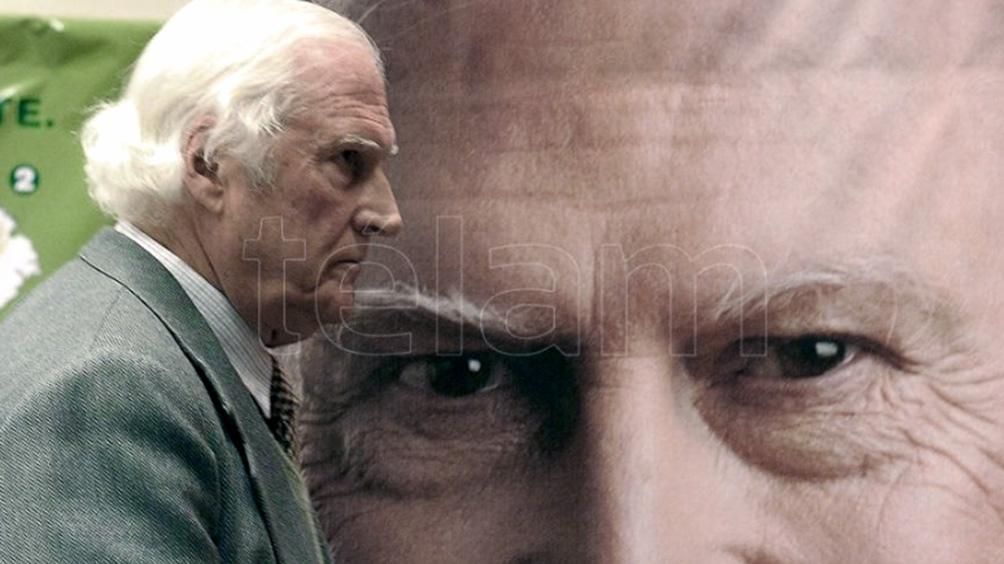 Desde su inicio con el Grupo Cine Liberación hasta el final, Pino trabajo la indomable aleación de cine y política.