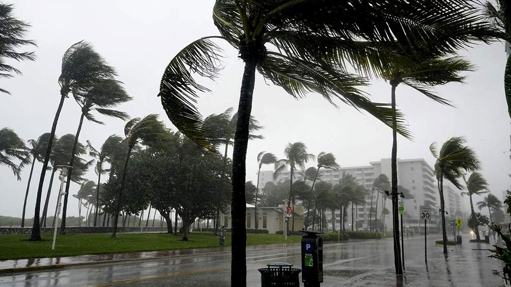 Los especialistas estiman que Eta podría intensificarse hasta transformarse en huracán de categoría 1