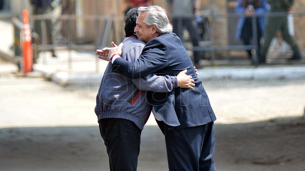 """Fernández: """"Estoy feliz de haberle tendido la mano a Evo, a Álvaro García Linera y a los compañeros de Bolivia""""."""